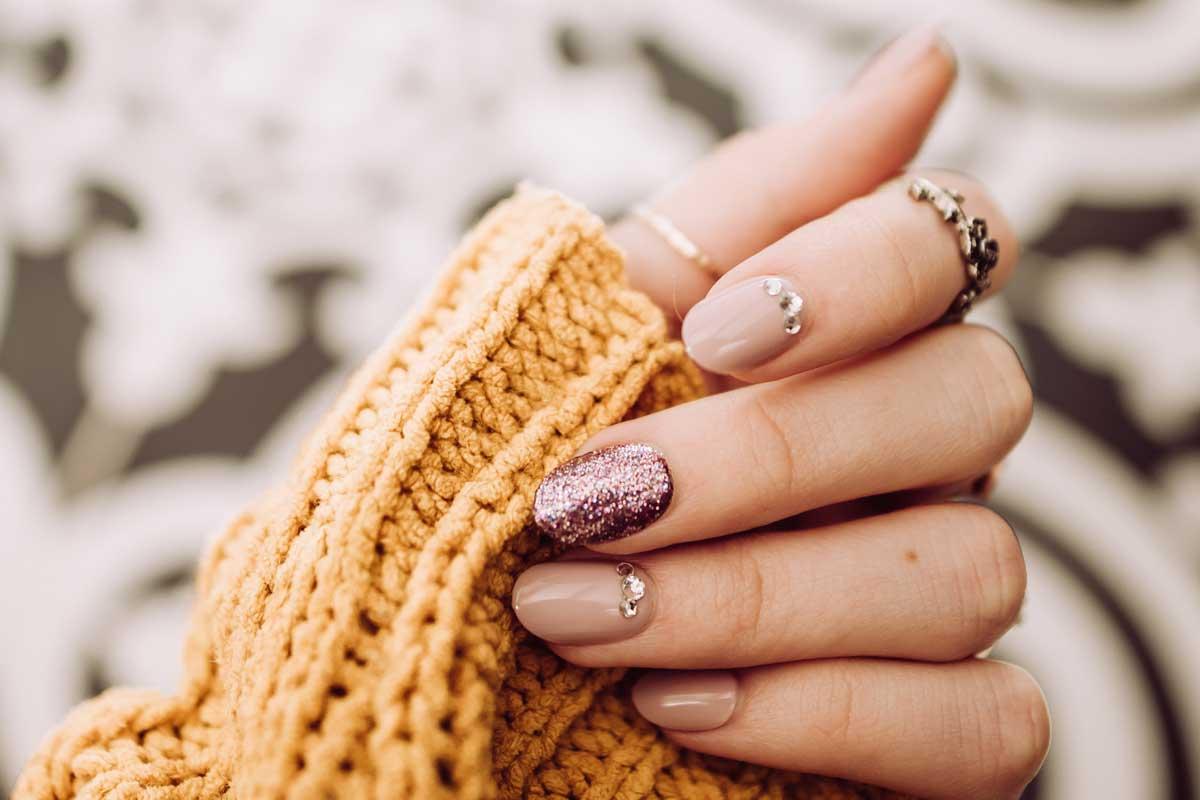 nail-polish-with-Swarovski