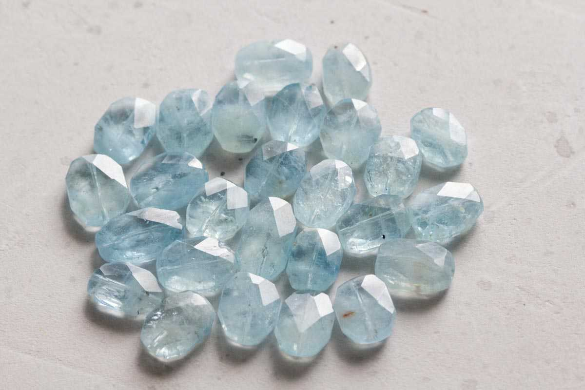 Aquamarine color