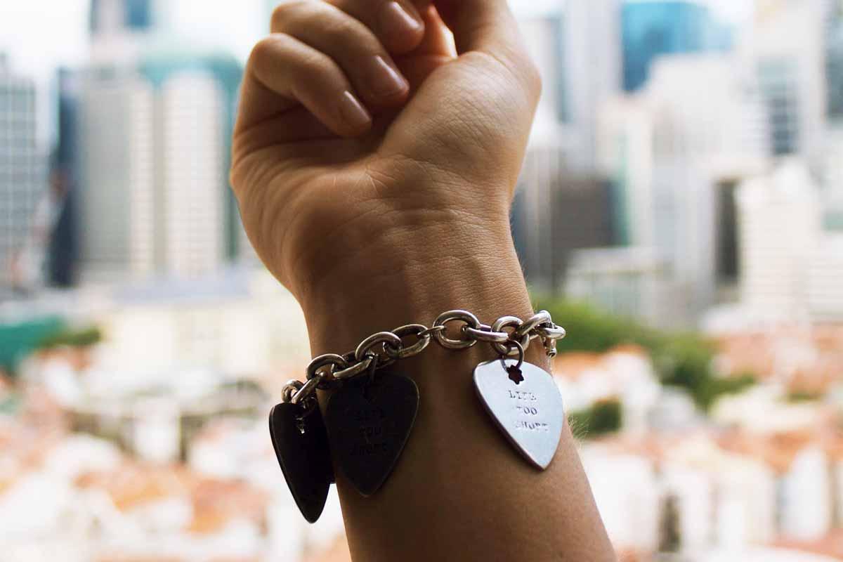 put on tight bracelet