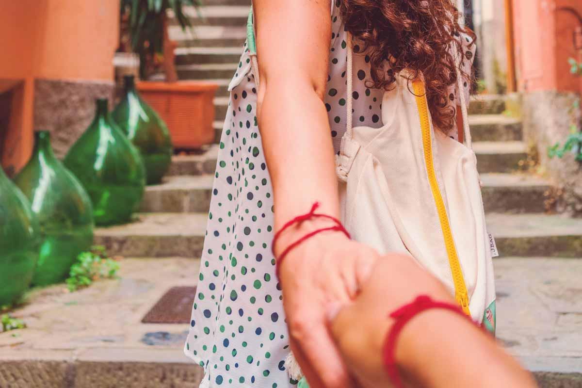red string bracelet means