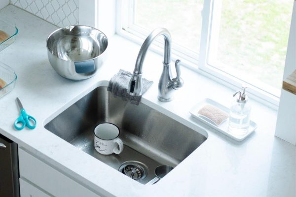 clean sink with hydrogen peroxide