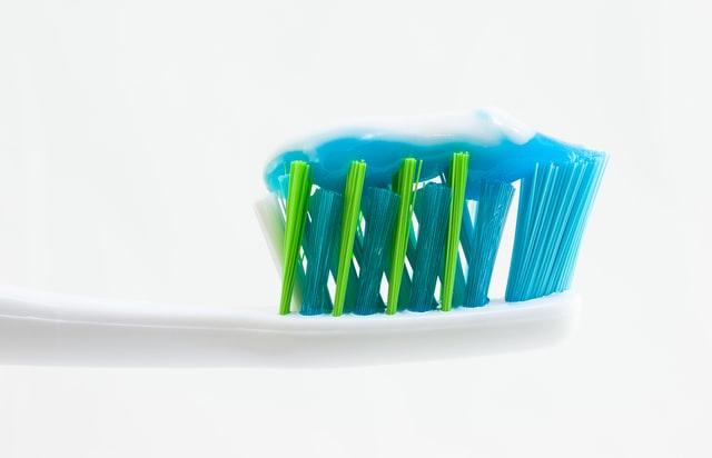 чистое серебро с зубной пастой